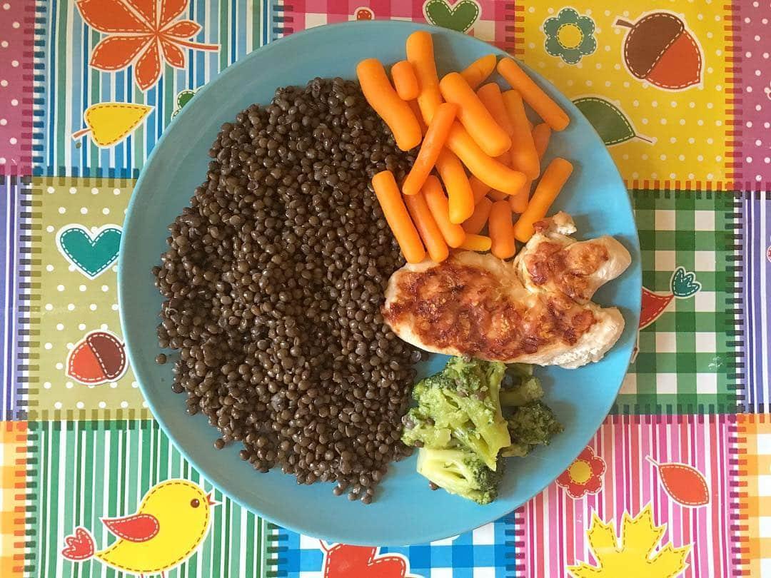 Linte neagra, brocoli, morcovi, carne de curcan