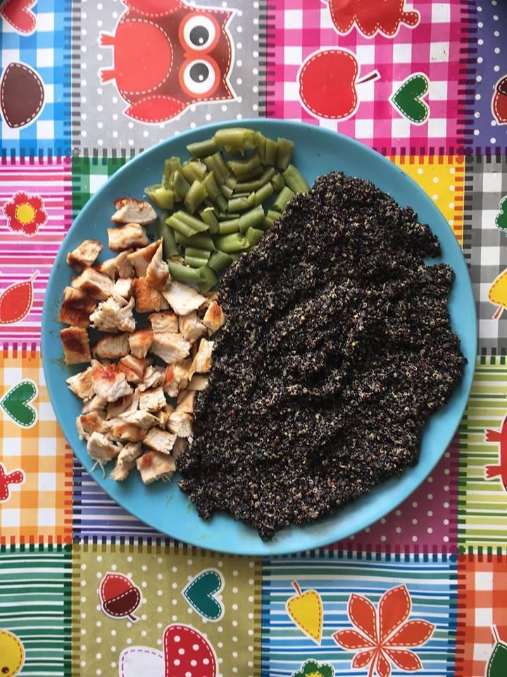 Quinoa neagra cu pastai verzi si carne de curcan