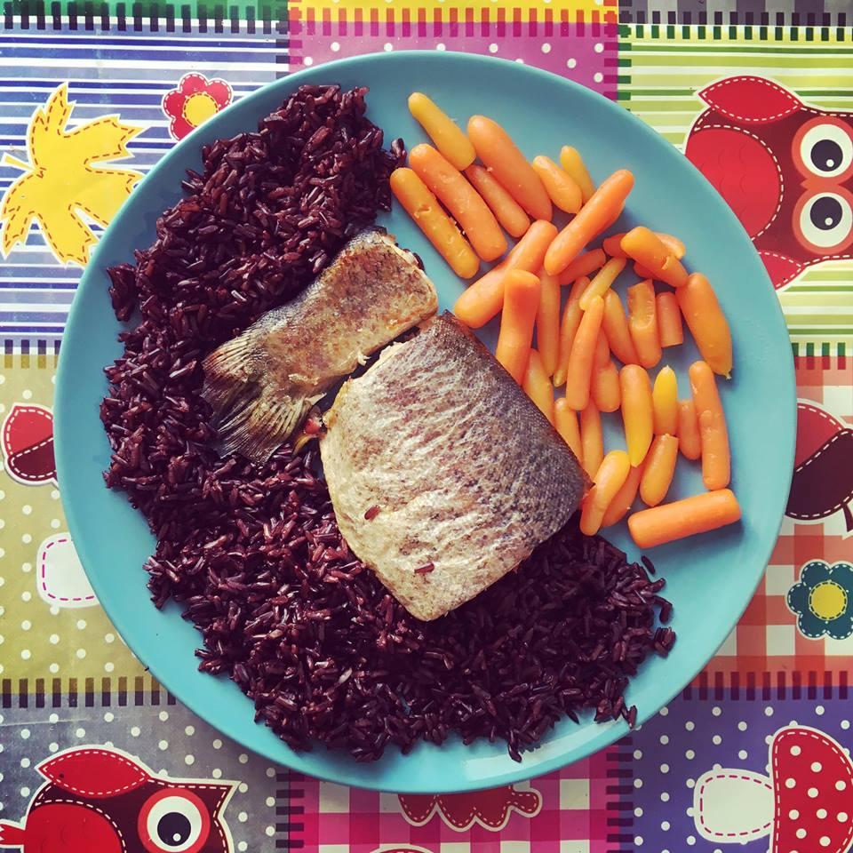 Orez negru cu pastrav si morcovi