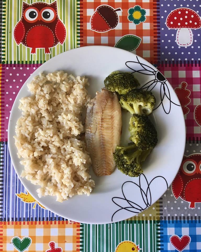 Orez integral cu pastrav si brocoli