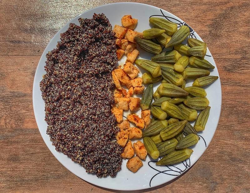 Bame, quinoa neagra si piept de curcan in sos de ghimbir
