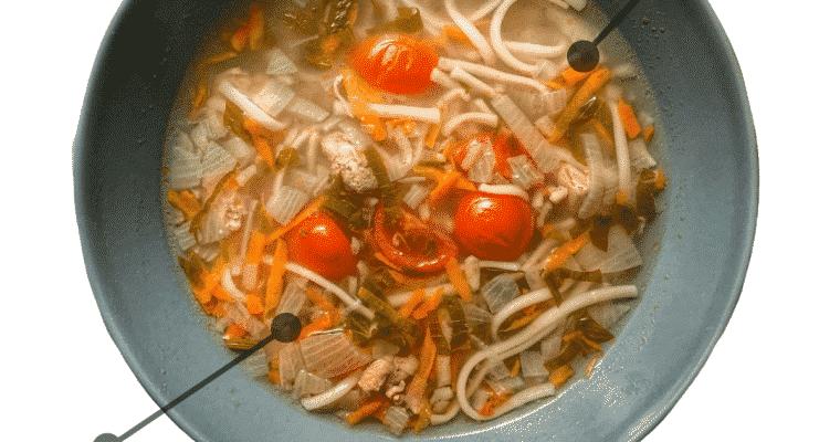 Ciorba de curcan cu leustean, 305 kcal
